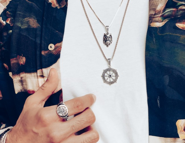 Trendy Men's Pendants and How to Wear Them to Enhance Your Appeal