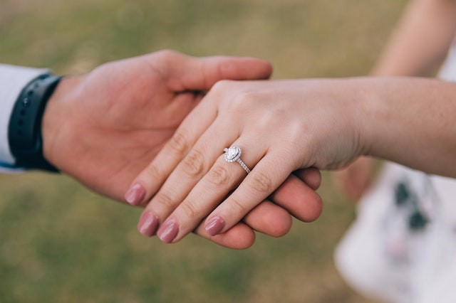 6 Creative Engagement Ring Trends to Watch Out For in 2021